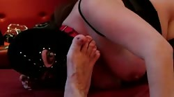 Session number 17: slave licking my feet