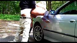 Blondine geilen Arsch auf Motorhaube Beginn einer guten Fick