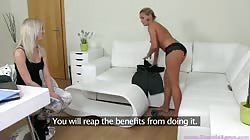 Innocent young blonde want to check out herself at the casting