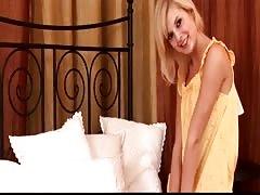 Foxy blondie Peris plays with her massive dildo