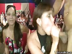 Muscled stripper Dancing Bear banging with completely amateur chicks