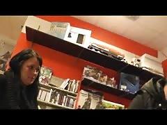 Geile Schnecke im Spieleladen - Hot Babe in Game Shop