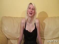 Jeune petite francaise defoncee pour son casting porno