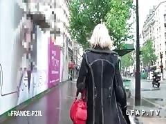 Mature salope chopee dans la rue baisee en POV