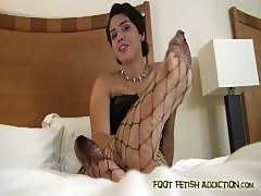 masturbate your man meat to Bossy's perfect feet JOI