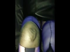 Blue stocking foot job and tidy up