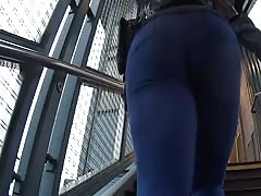 nice ass getting on the train