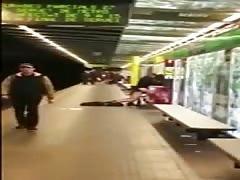 Pareja follando en el metro de Barcelona 25.04.2016