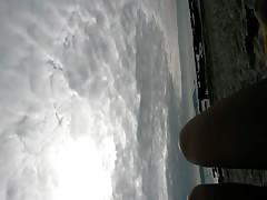 tuga nua na praia portugal