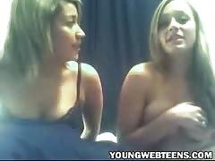 2 lezzie girls flashing her boobs on cam