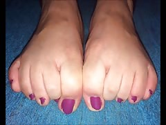 Katia moves her sexy (size 38) feet