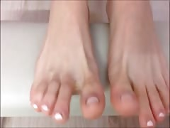 Alexia moves her sexy (size 36) feet, allotment two