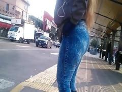 Madura bien puta le encanta calentar por la calle