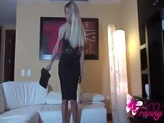 Ana Mancinis black skirt
