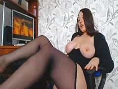 plump Brunette woman wanking To Porn