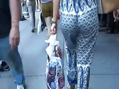 Candid best jiggly booty in loose pants