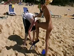 Good and hot 18 19 Teens are posing naked on the public beach