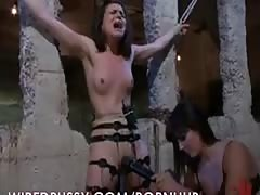 Bobbi Stretches her Pussy