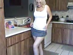 Step mum washing dishes