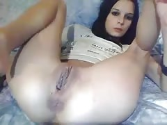 Cute Girl Plays with her pussy on Webcam