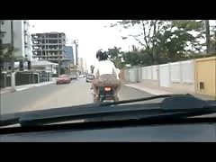 Safada de moto sem calcinha
