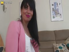 Arab mature mom from UK with hungry vagina