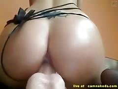 webcam babe riding huge dildo until she cum