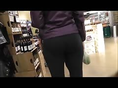 Woman With Hot Ass In Yoga Pants Filmed On Hidden Spy Camera