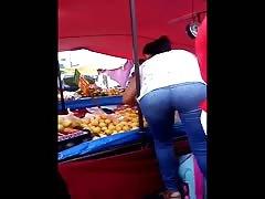 Una mamita con un culito rico en la verdura